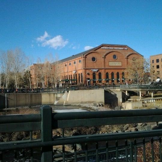 Foto tirada no(a) REI por Daniel A. em 12/23/2012