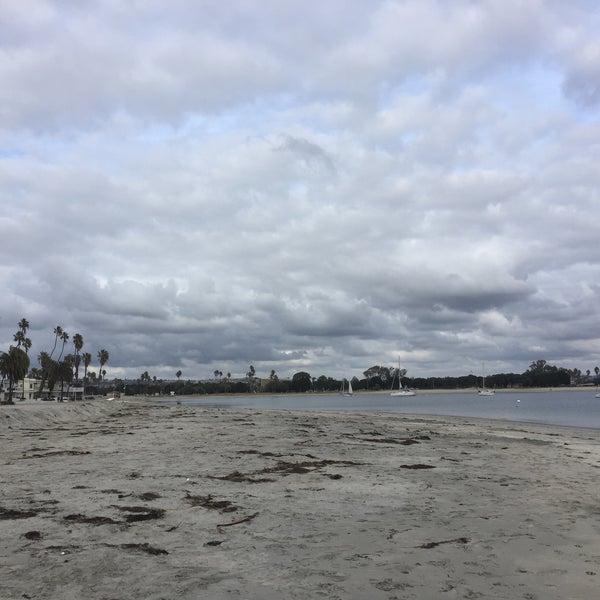 Foto tirada no(a) Mission Beach Park por Nos A. em 12/19/2015