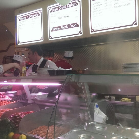 12/26/2013 tarihinde Oisin M.ziyaretçi tarafından Hala Restaurant'de çekilen fotoğraf