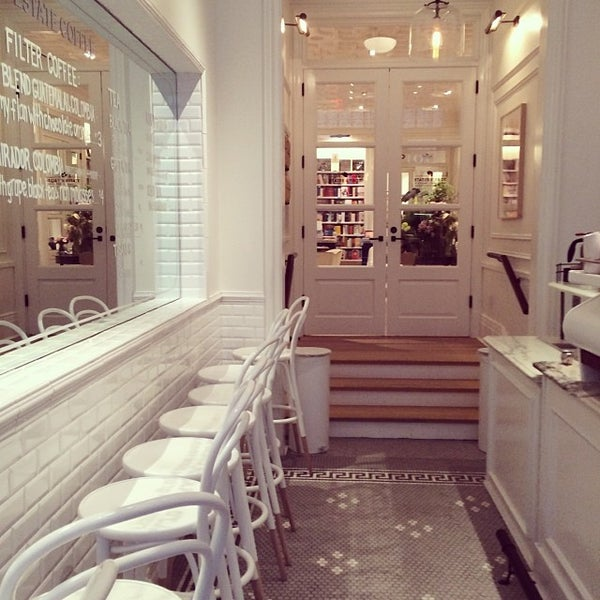 Foto scattata a Toby's Estate Coffee da Sara M. il 1/31/2014