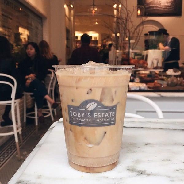 Foto scattata a Toby's Estate Coffee da Sara M. il 4/14/2015