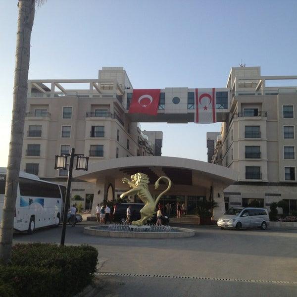 Foto scattata a Cratos Premium Hotel & Casino da Gülten M. il 5/19/2013