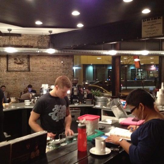 Foto tomada en Gaslight Coffee Roasters por Lyubomir el 12/8/2012