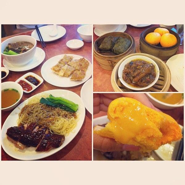 Photo taken at Crystal Jade Kitchen 翡翠小厨 by Samantha W. on 4/4/2013