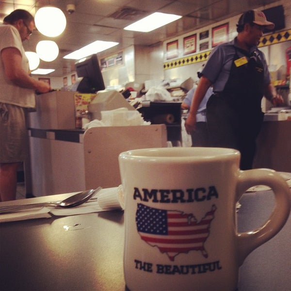 Photo taken at Waffle House by Brandon on 10/14/2013