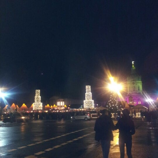 Photo taken at Weihnachtsmarkt vor dem Schloss Charlottenburg by Pelin A. on 12/16/2012