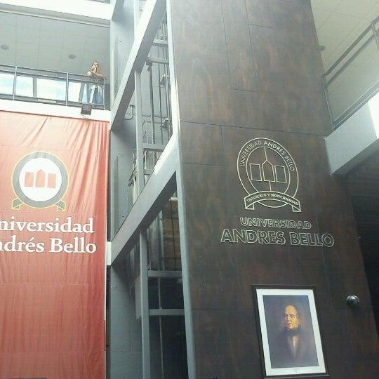 Foto tomada en Universidad Andrés Bello por Marcos G. el 3/13/2013