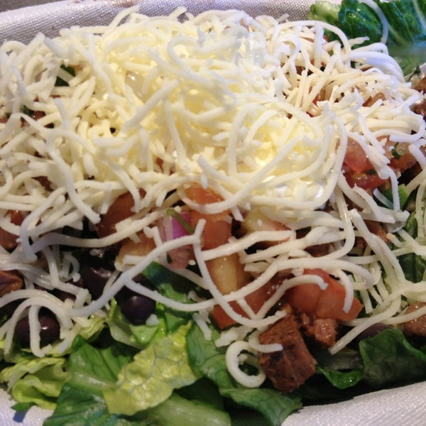 Photo taken at Chipotle Mexican Grill by Maria O. on 2/11/2013