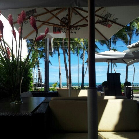 O restaurante já se destaca pela estrutura, bastante aconchegante com ambiente climatizado e vista para o mar. A comida tem o mesmo destaque, cardápio variado, e os frutos do mar são o ponto forte.