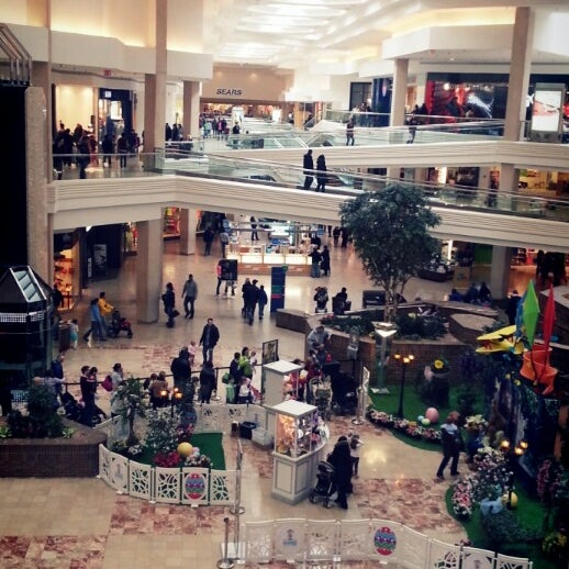 Photo taken at Woodfield Mall by MRCOOL. .. on 3/24/2013