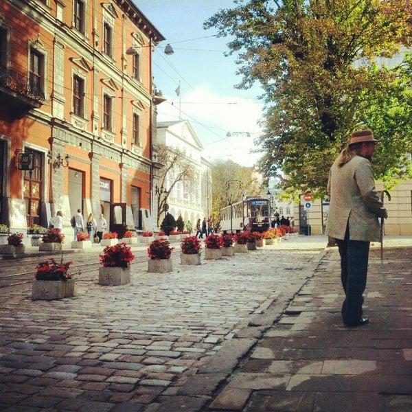 Снимок сделан в Площадь Рынок пользователем Ivan T. 9/22/2012