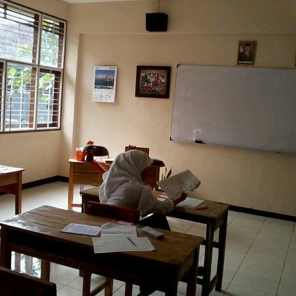 Foto diambil di SMA Negeri 25 Bandung oleh Irbad N. pada 3/22/2013