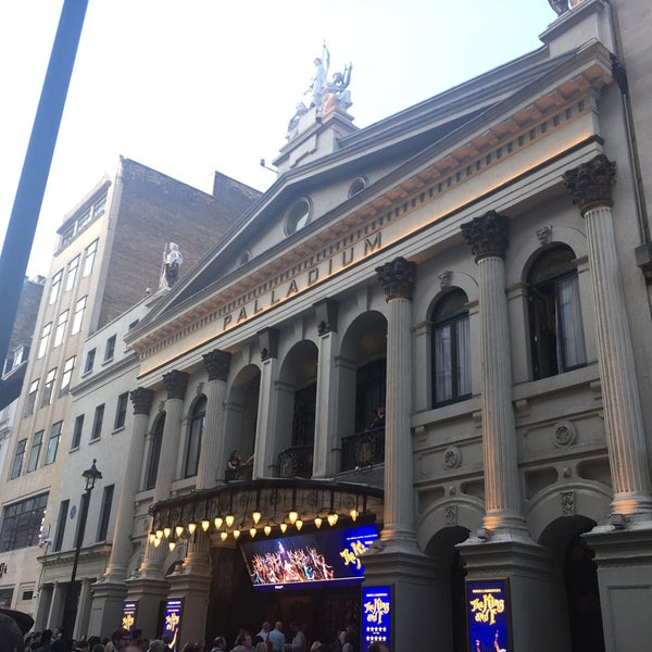 Foto scattata a The London Palladium da Thomas L. il 8/14/2018