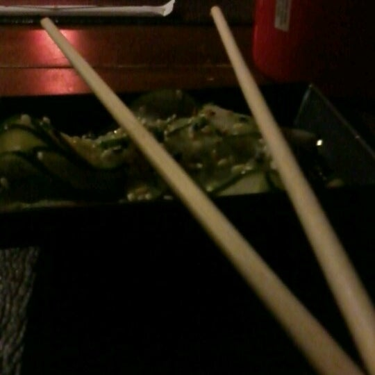Foto tirada no(a) Hachi Japonese Food por Lívia S. em 12/19/2012