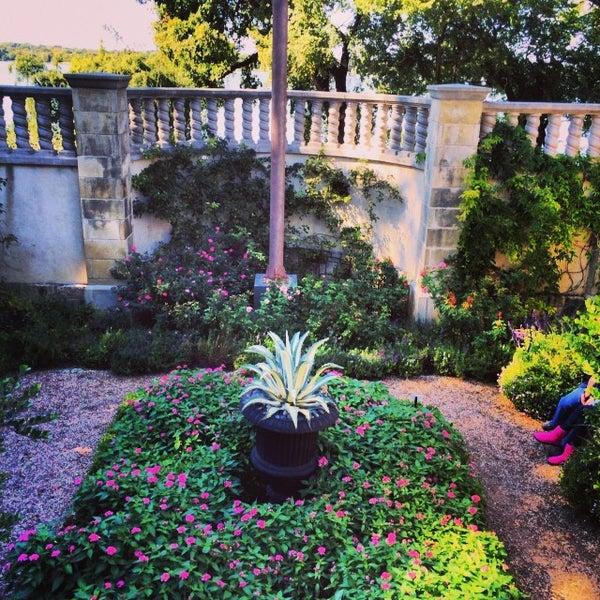 Foto tirada no(a) Dallas Arboretum and Botanical Garden por Brandyn em 10/20/2013