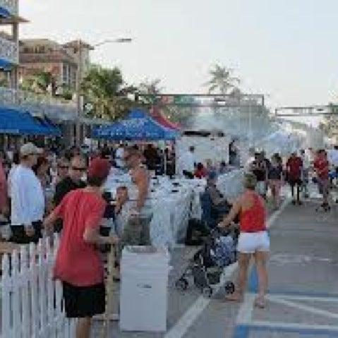 รูปภาพถ่ายที่ Boston's On The Beach โดย Jerry D. เมื่อ 9/28/2012