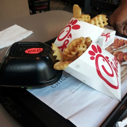 Photo taken at Chick-fil-A by Quantia E. on 9/26/2012