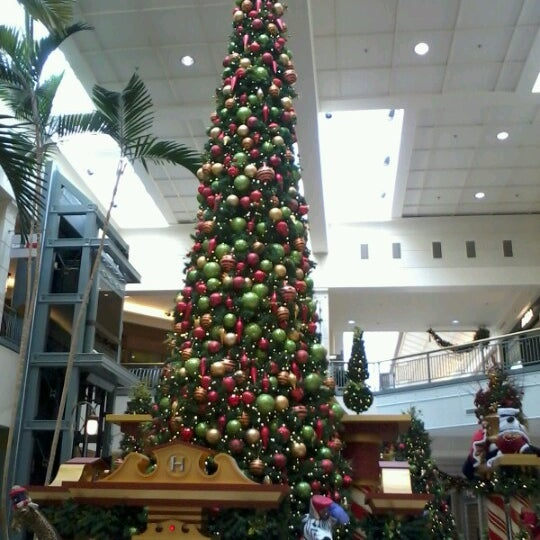 Photo taken at Hillsdale Shopping Center by Noel S. on 11/28/2012