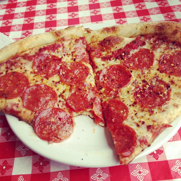 Photo taken at MamaDellas N.Y. City Pizzeria by Brenton D. on 5/3/2013