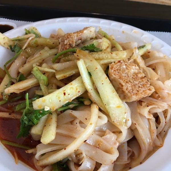 Foto tirada no(a) Xi'an Famous Foods por Janis H. em 7/10/2017