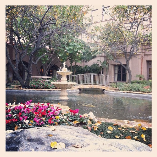 Photo taken at Langham Huntington Hotel by Carol L. on 12/25/2012