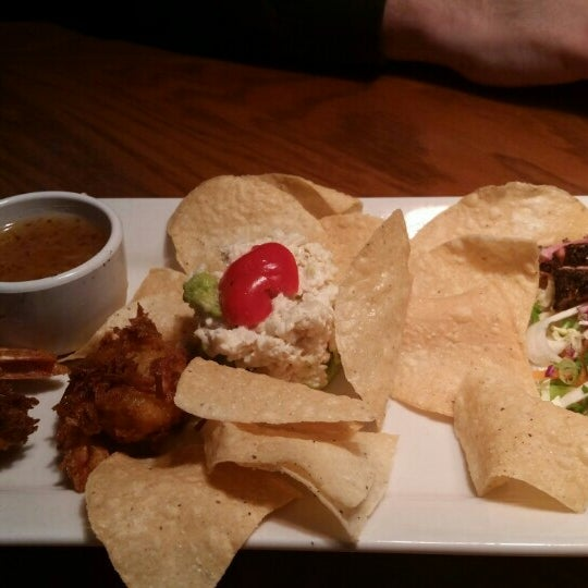 Photo taken at Outback Steakhouse by Pegah Y. on 7/17/2015