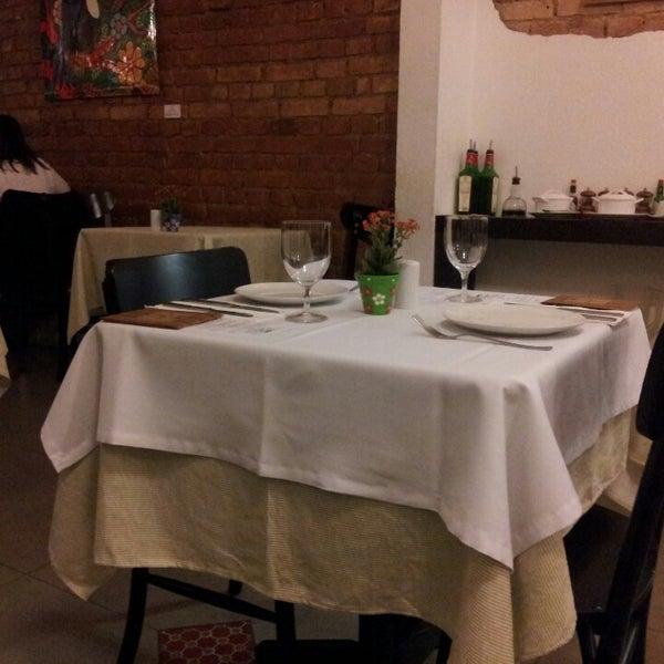 Foto tirada no(a) Zeffiro Restaurante por Renilson S. em 5/11/2013