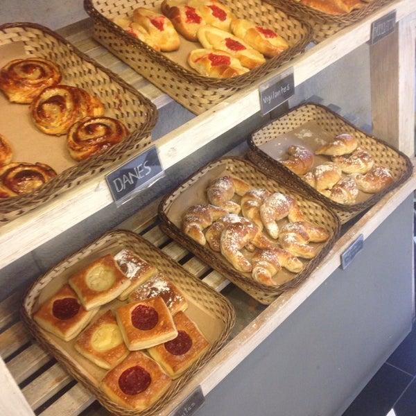 Foto tomada en Panaderia La Victoria por E. G. el 9/27/2014