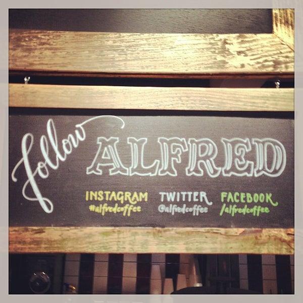 Photo prise au Alfred Coffee & Kitchen par Marco F. le2/18/2013