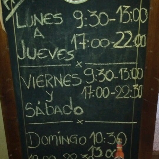 Foto tomada en De Vinos Y Jamones por Juan S. el 3/31/2013