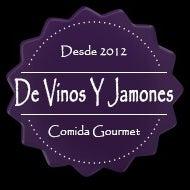 Foto tomada en De Vinos Y Jamones por Juan S. el 1/30/2014