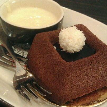 Foto diambil di Chocolateria San Churro oleh Rio W. pada 1/2/2012