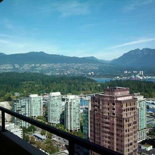Photo taken at Empire Landmark Hotel by Mr M. on 9/20/2011