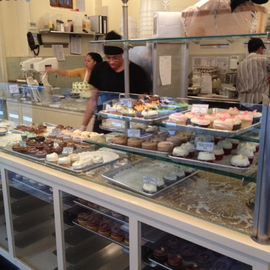 Photo taken at Magnolia Bakery by Jackie D. on 10/27/2011