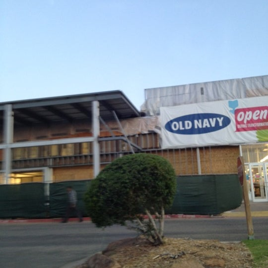 Old Navy Clothing Store In Northwest Oklahoma City