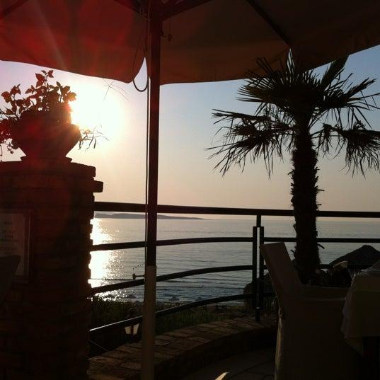 Потрясающее место! Очень красиво и уютно! Потрясающий пляж и роскошные номера! Еда на высоте. Из ресторана открывается потрясающий вид!