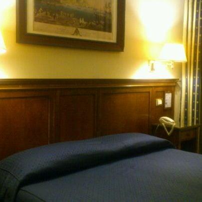 Foto scattata a Hotel Des Artistes da Fumio T. il 2/21/2012