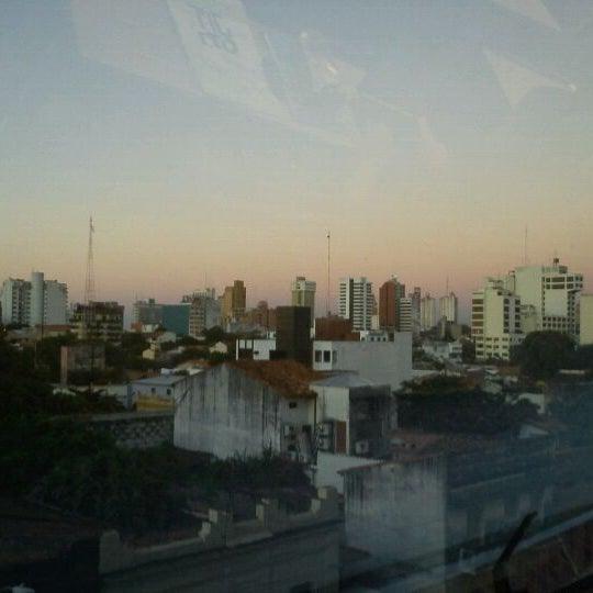 Foto tomada en Universidad Autónoma de Asunción por Diana W. el 5/3/2012
