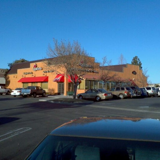 Photo taken at Applebee's Neighborhood Grill & Bar by Hyd S. on 3/5/2012