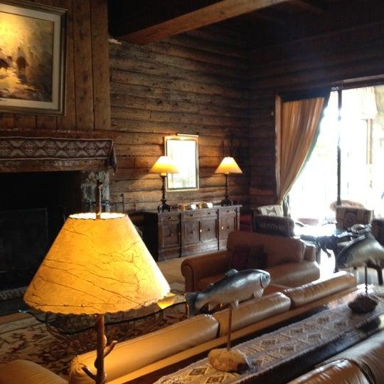 รูปภาพถ่ายที่ Llao Llao Hotel & Resort โดย Charles F. เมื่อ 2/14/2012