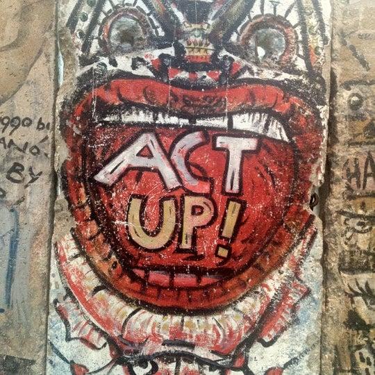 Foto tirada no(a) Newseum por Tony M. em 6/27/2012
