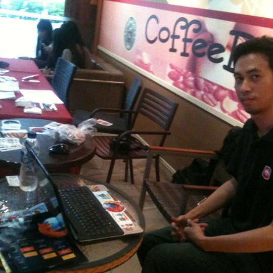 Photo taken at CoffeeBen's & Resto by Viking K. on 4/30/2012