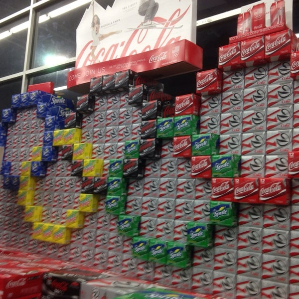 Das Foto wurde bei Walmart von Andy B. am 2/24/2014 aufgenommen