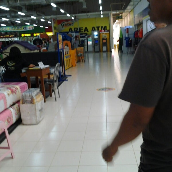 Photo taken at Giant by Fery N. on 6/22/2014