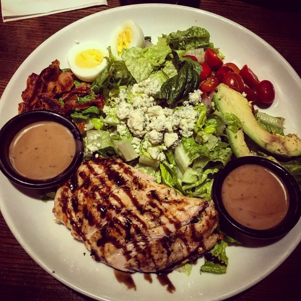 Photo taken at TGI Fridays by China L. on 1/20/2016