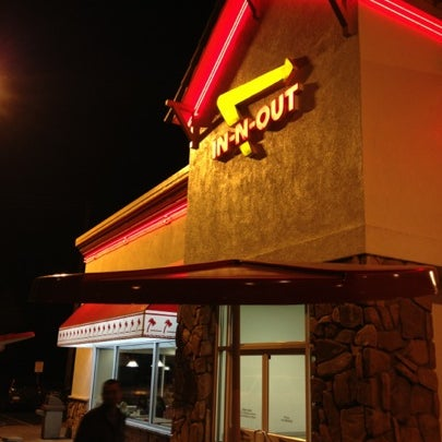 Foto tomada en In-N-Out Burger  por Ben S. el 1/26/2013