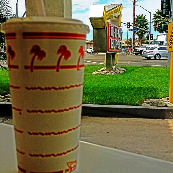 Photo taken at In-N-Out Burger by Alex M. on 8/25/2014