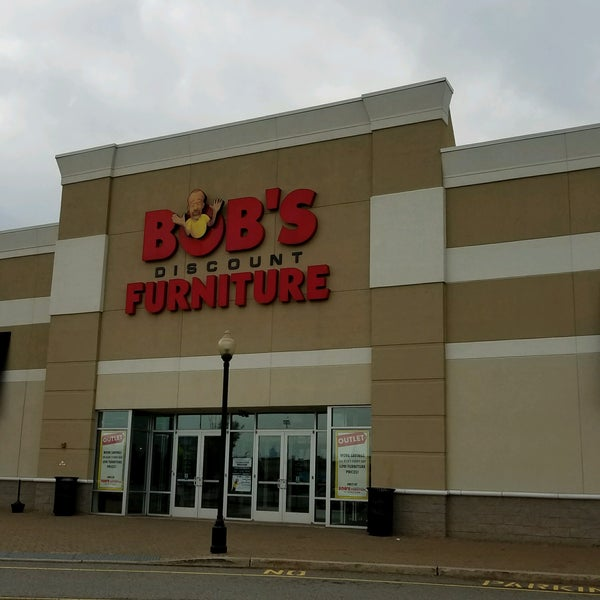 Bob 39 S Discount Furniture Harmon Meadows Secaucus Nj