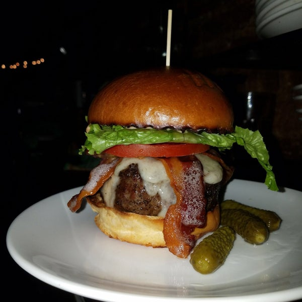 Jose's delicious burger 😋😋😋