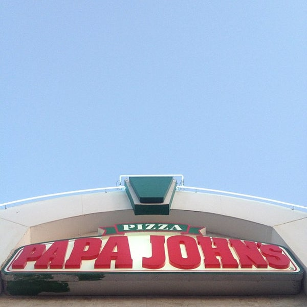 Photo taken at Papa John's by GUTi ™. on 3/12/2013